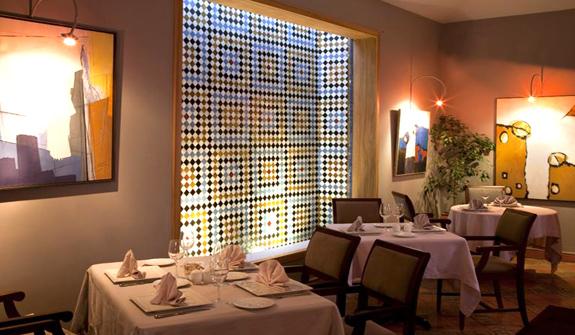 et166-restaurant_zoom08[1].jpg