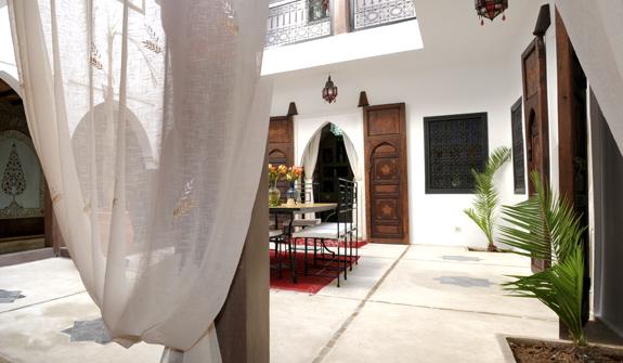 et248-hotel-lujo-marrakech-kamar.jpg