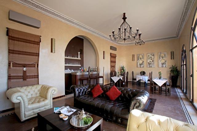 et256-villa-rayane-salon1.jpg