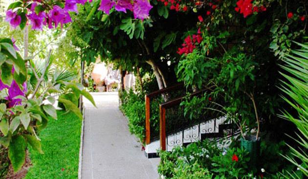 villa_flora_jardin_vue_14.jpg