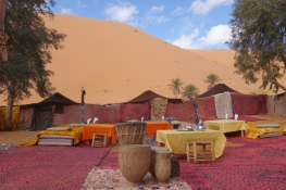 gallery https://www.luxury-riads.com/photos-excursion/sm-desert-camp-morocco-1.jpg